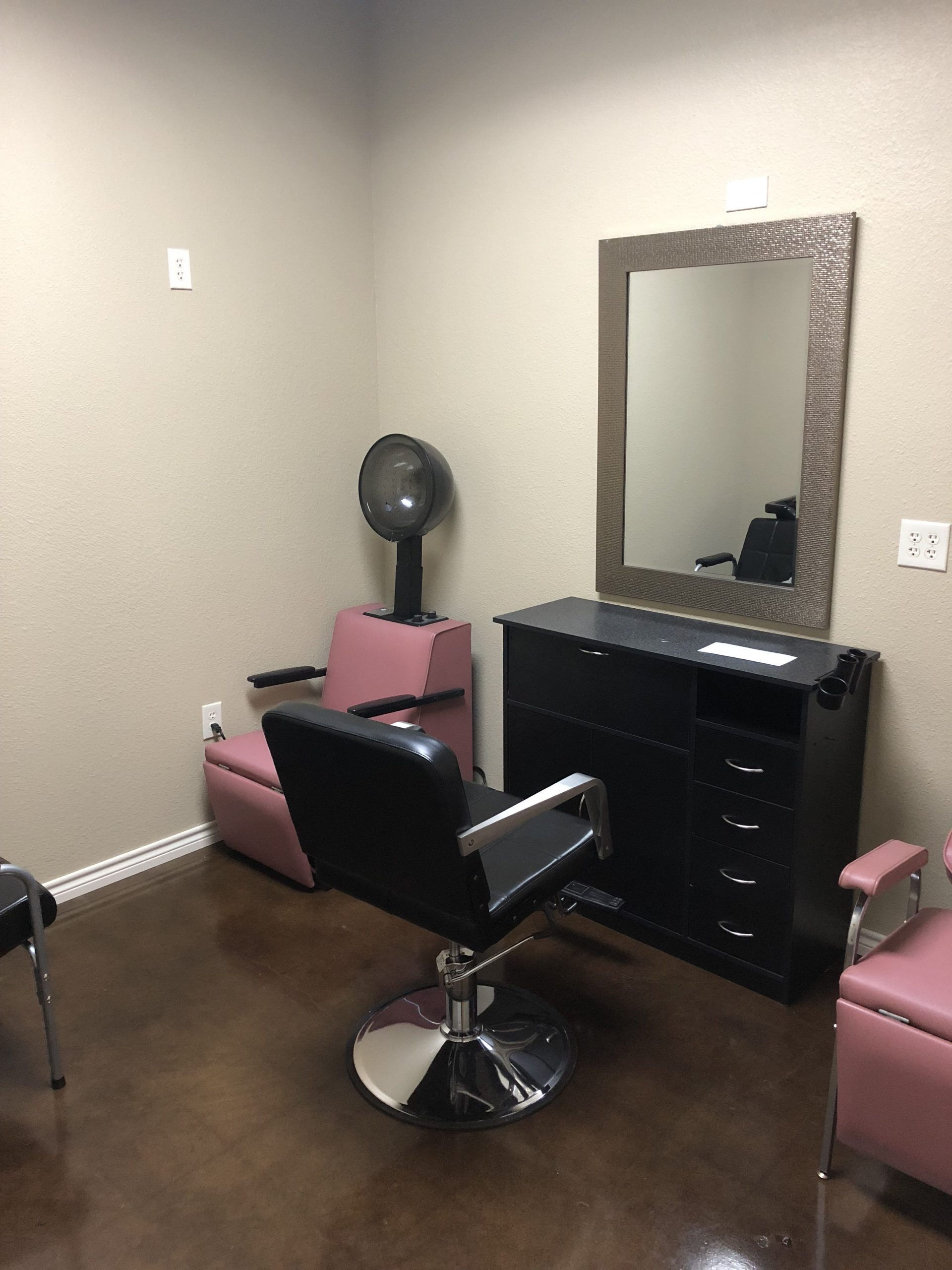 Mallorca Salon Studios – South San Antonio